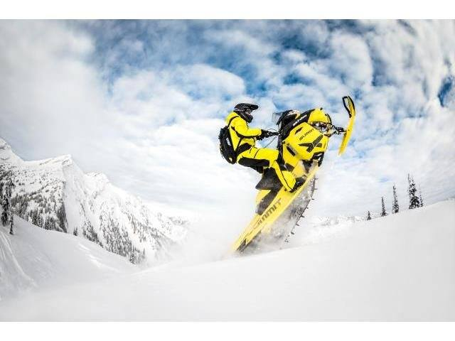 "2016 Ski-Doo Summit X T3 163 800R E-TEC, PowderMax 3.0"" in Dickinson, North Dakota"