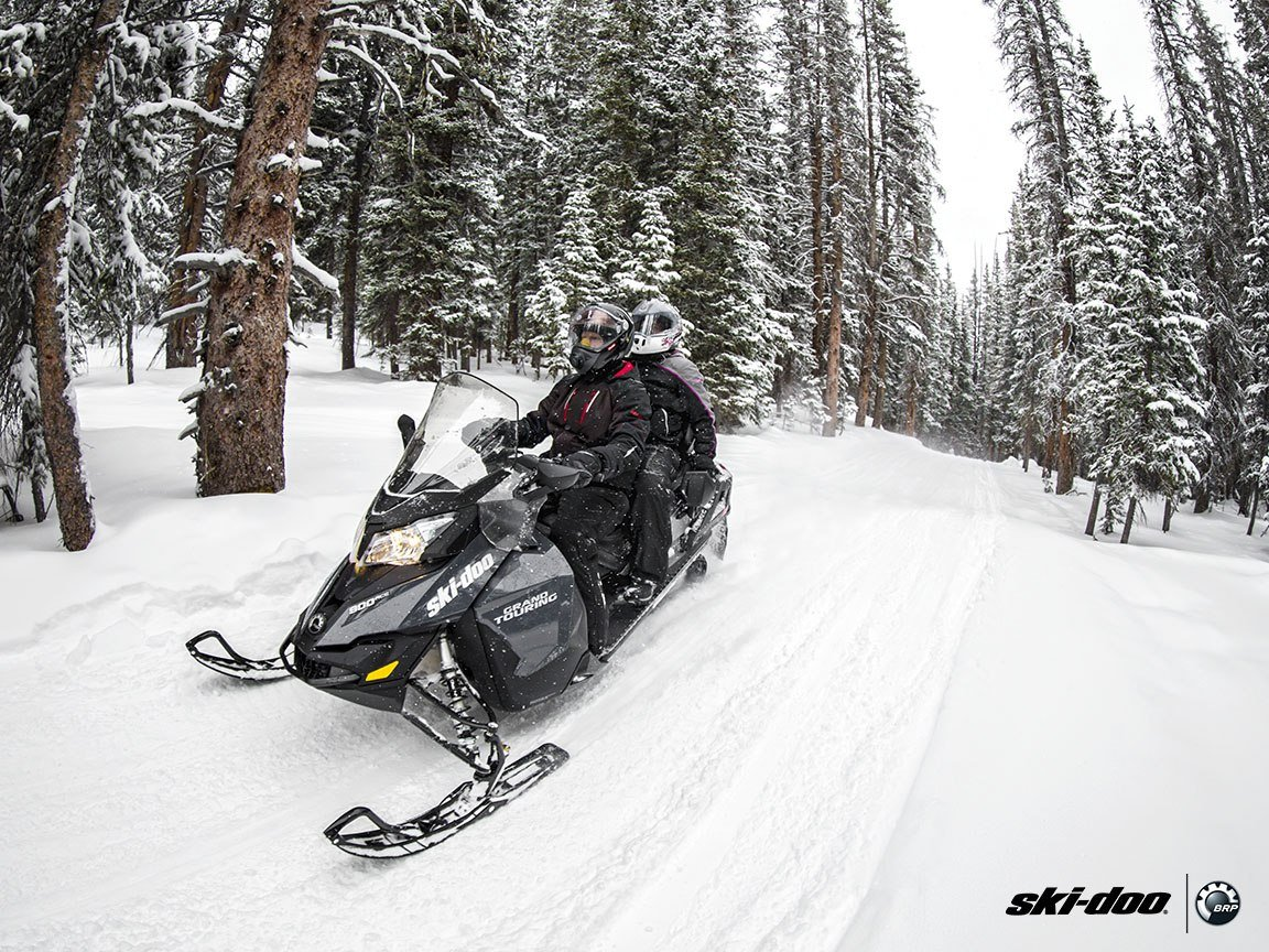 2016 Ski-Doo Grand Touring LE 600 H.O. E-TEC E.S. in Land O Lakes, Wisconsin