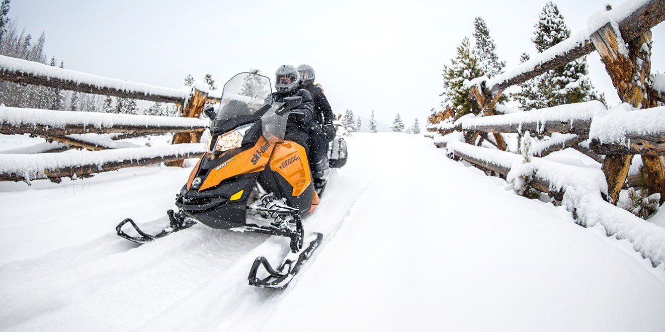 2017 Ski-Doo Grand Touring SE 900 ACE in Conway, New Hampshire