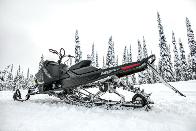2018 Ski-Doo Summit SP 154 850 E-TEC ES, PowderMax Light 3.0 in Presque Isle, Maine