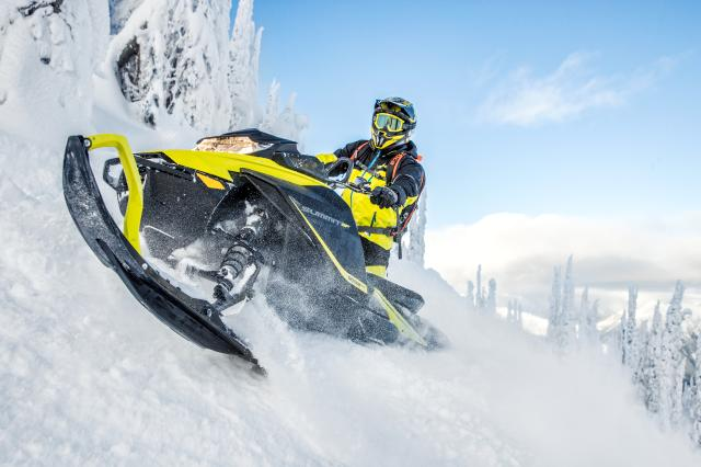 2018 Ski-Doo Summit SP 165 850 E-TEC ES, PowderMax Light 3.0 in Speculator, New York