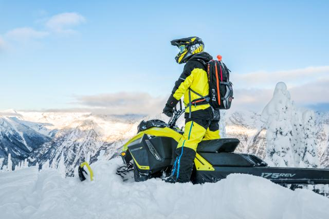2018 Ski-Doo Summit SP 165 850 E-TEC SS, PowderMax Light 2.5 in Menominee, Michigan