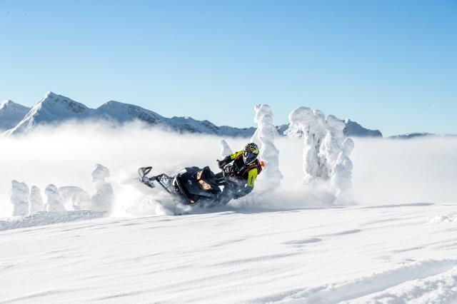 2018 Ski-Doo Summit SP 165 850 E-TEC SS, PowderMax Light 2.5 in Sauk Rapids, Minnesota