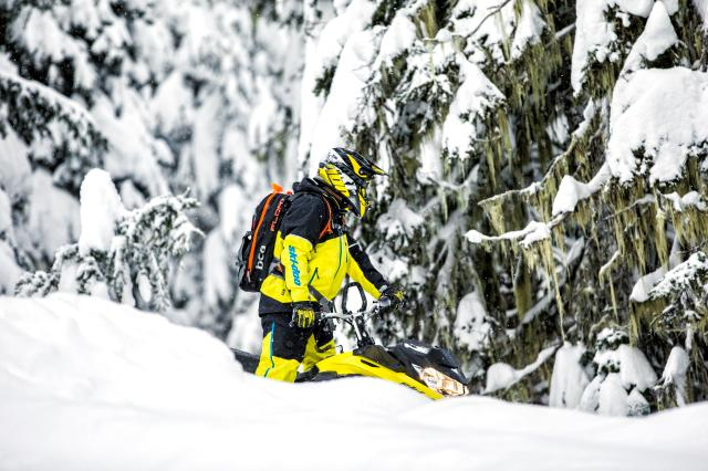 2018 Ski-Doo Summit SP 165 850 E-TEC SS, PowderMax Light 3.0 in Island Park, Idaho