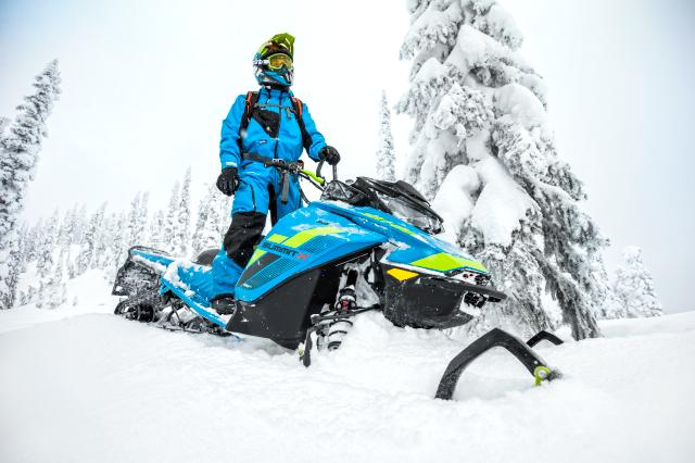 2018 Ski-Doo Summit X 154 850 E-TEC ES, PowderMax Light 3.0 S_LEV in Moses Lake, Washington