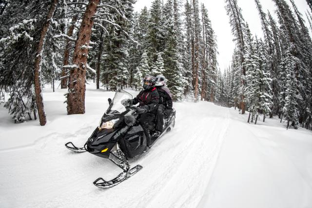 2018 Ski-Doo Grand Touring LE 600 HO E-TEC ES Ripsaw 1.25 STIS in Johnson Creek, Wisconsin