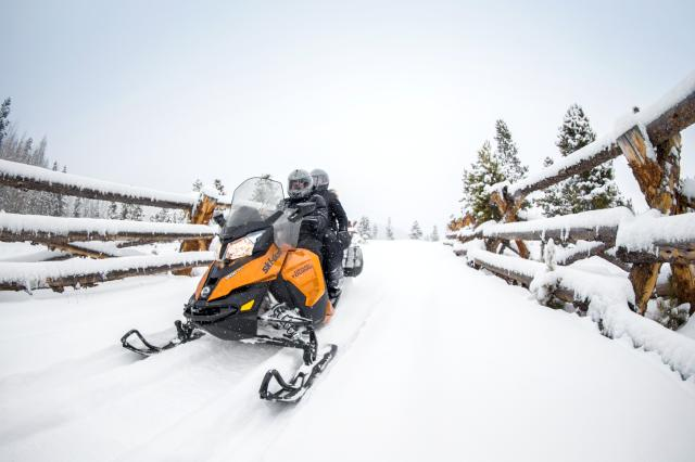 2018 Ski-Doo Grand Touring SE 1200 4-TEC ES Ripsaw 1.25 STIS in Presque Isle, Maine
