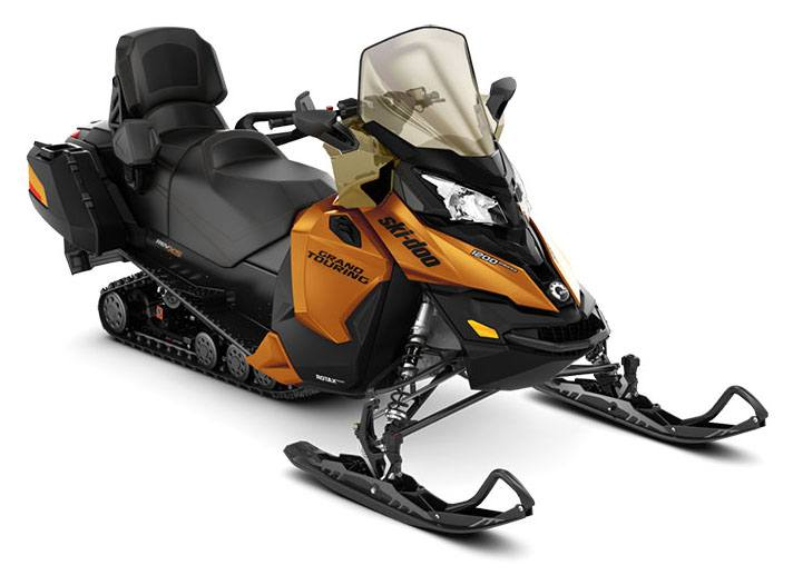 2018 Ski-Doo Grand Touring SE 1200 4-TEC ES Ripsaw 1.25 STIS in Fond Du Lac, Wisconsin - Photo 1