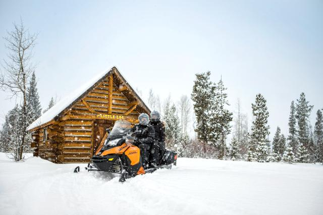 2018 Ski-Doo Grand Touring SE 900 ACE ES Ripsaw 1.25 STIS in Boonville, New York