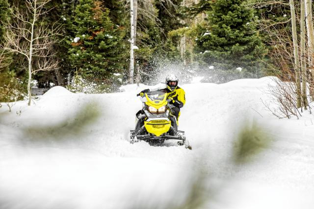 2018 Ski-Doo MXZ Blizzard 600 HO E-TEC in Clarence, New York - Photo 6