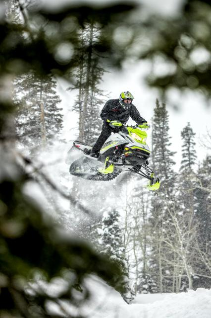 2018 Ski-Doo Renegade X-RS 850 E-TEC ES w/ Adj. Pkg. Ripsaw 1.5 in Clarence, New York - Photo 5