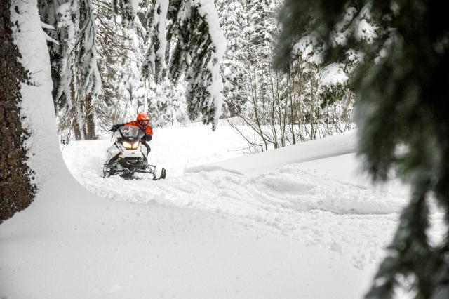 2019 Ski-Doo Renegade Adrenaline 600R E-TEC in Bennington, Vermont - Photo 2