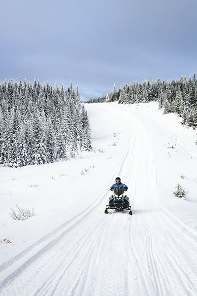 2022 Ski-Doo Renegade X-RS 600 E-TEC w/ Competition pkg. Ripsaw II 1.25 M.S. in Evanston, Wyoming - Photo 2
