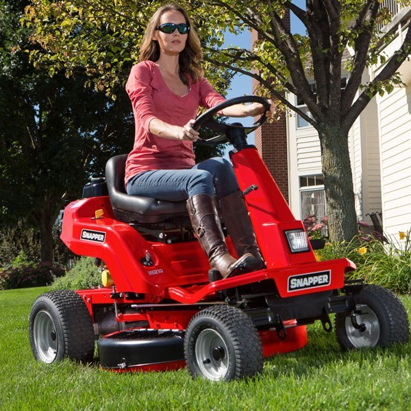 2019 Snapper Rear Engine Riding Lawn Mowers (RE210) in Calmar, Iowa