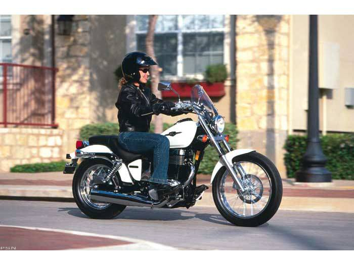 2005 Suzuki Boulevard S40 in Arlington Heights, Illinois