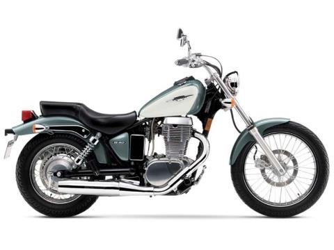 2014 Suzuki Boulevard S40 in Francis Creek, Wisconsin
