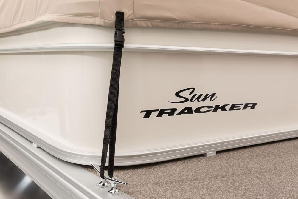 2016 Sun Tracker Party Barge 24 DLX in Appleton, Wisconsin