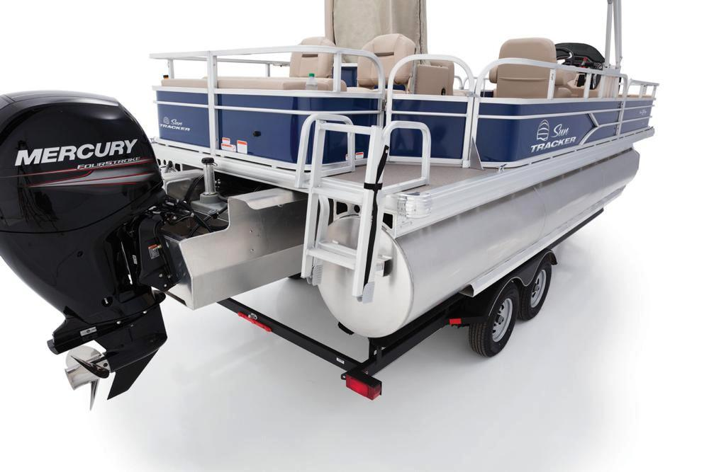 2017 Sun Tracker Fishin' Barge 22 XP3 in Waco, Texas