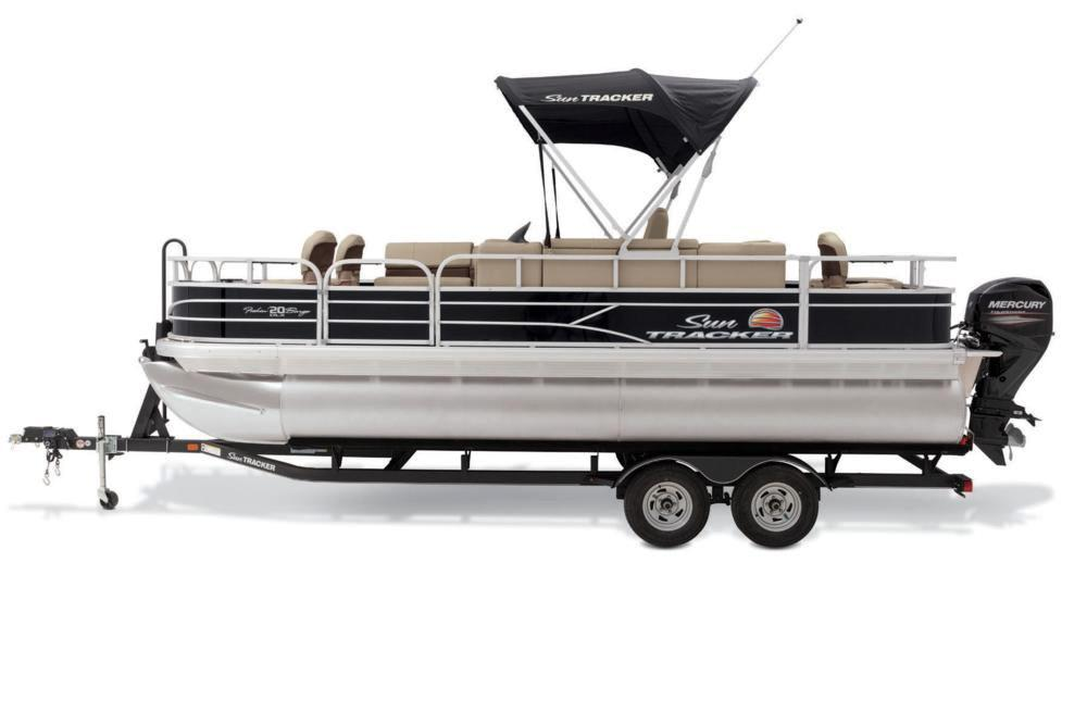 2019 Sun Tracker Fishin' Barge 20 DLX in Appleton, Wisconsin