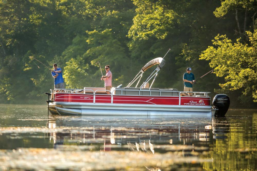 2019 Sun Tracker Fishin' Barge 24 DLX in Gaylord, Michigan - Photo 3