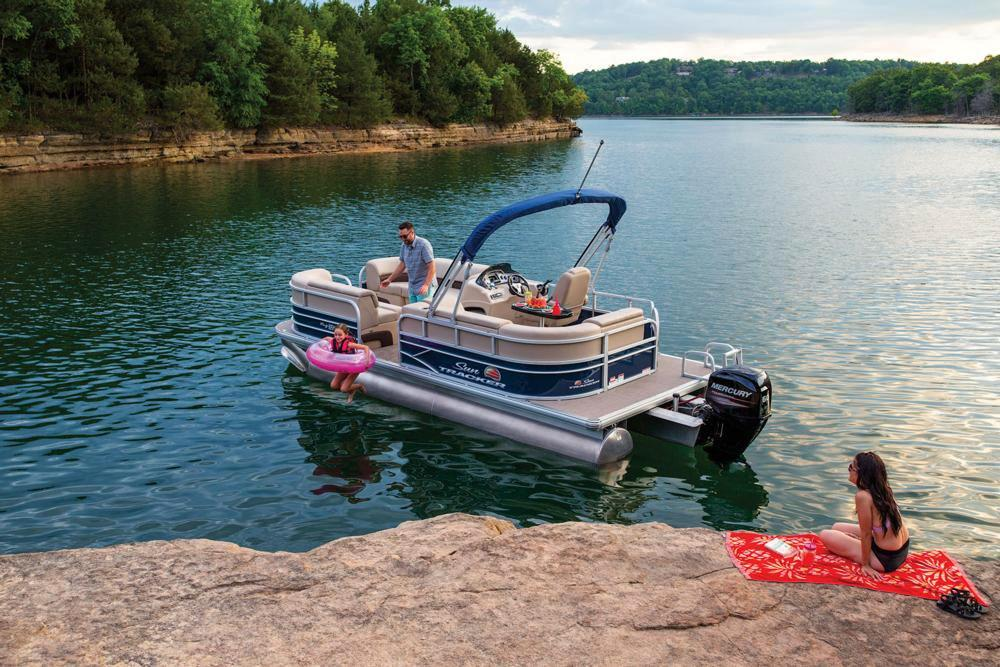 2019 Sun Tracker Party Barge 20 DLX in Waco, Texas