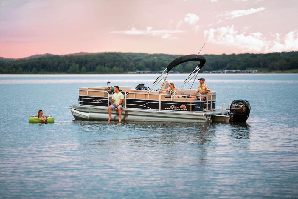2019 Sun Tracker Party Barge 22 RF DLX in Gaylord, Michigan - Photo 12