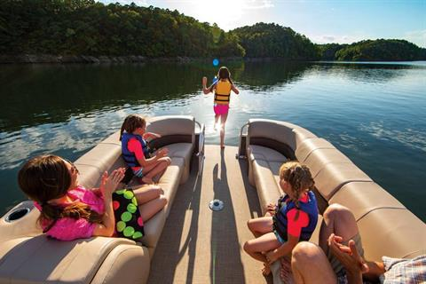 2019 Sun Tracker Party Barge 24 DLX in Appleton, Wisconsin
