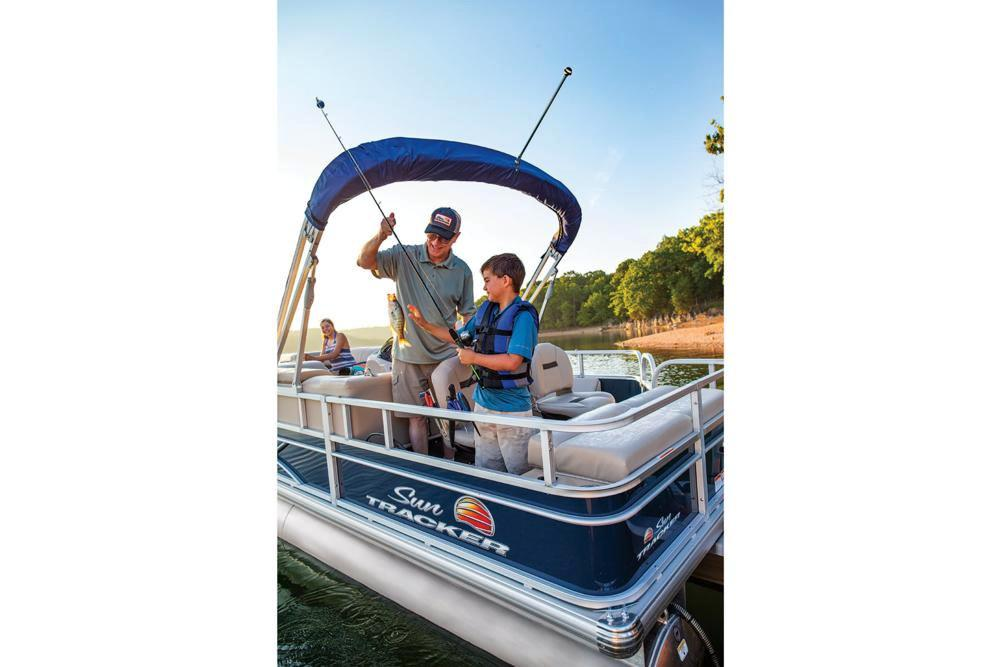 2019 Sun Tracker SportFish 22 DLX in Waco, Texas - Photo 6