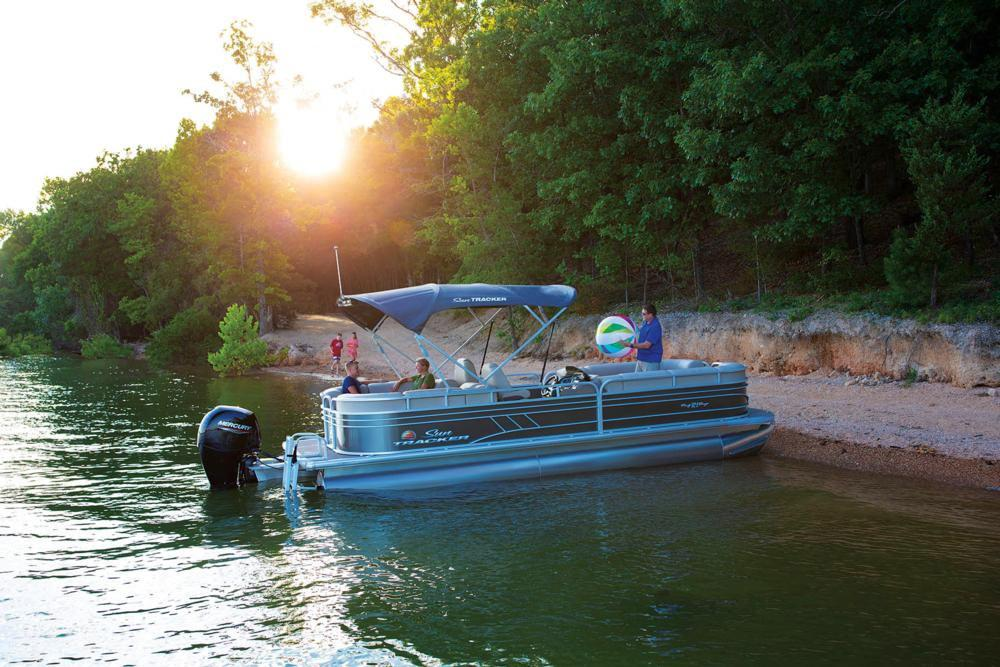 2020 Sun Tracker Party Barge 24 DLX in Appleton, Wisconsin - Photo 4