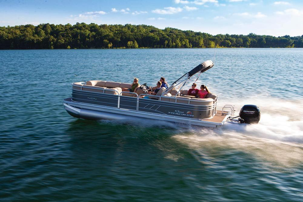 2021 Sun Tracker Party Barge 24 DLX in Appleton, Wisconsin
