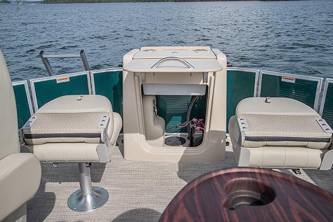 2018 Sweetwater Premium Edition 255 DFS in Hancock, Michigan