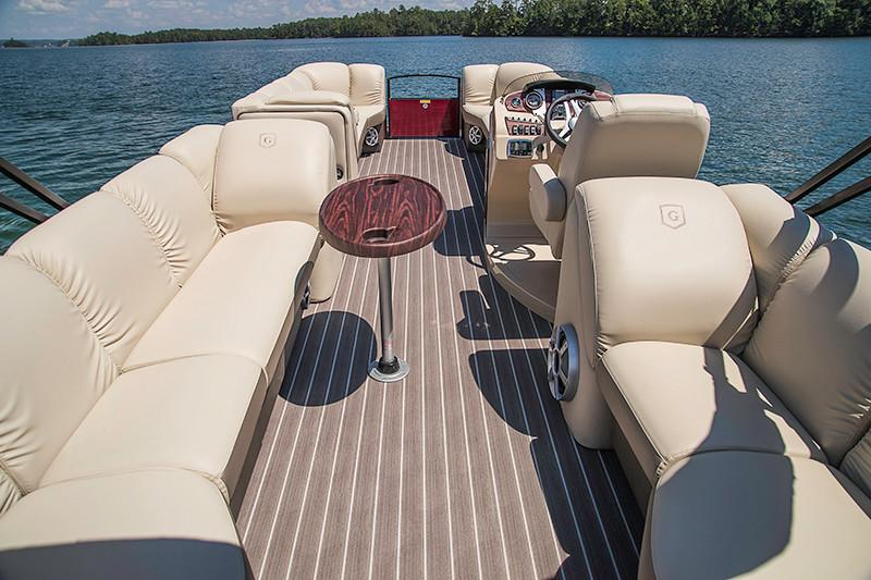 2018 Sweetwater Premium Edition 255 SB in Coloma, Michigan