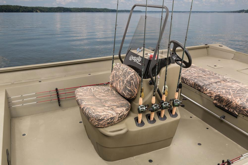 2016 Tracker Grizzly 2072 MVX CC in Appleton, Wisconsin