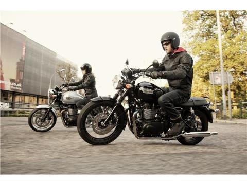 2015 Triumph Bonneville T100 Black in Dubuque, Iowa