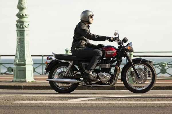 2016 Triumph Bonneville T100 in Dubuque, Iowa