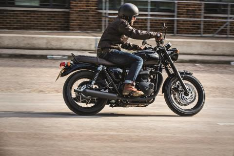 2016 Triumph Bonneville T120 Black in Dubuque, Iowa