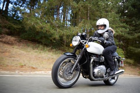 2016 Triumph Thruxton 1200 in Bakersfield, California