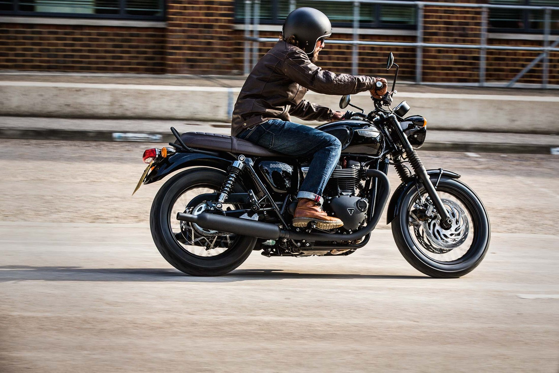 2017 Triumph Bonneville T120 Black in Dubuque, Iowa