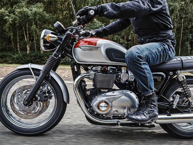 2018 Triumph Bonneville T120 in Simi Valley, California - Photo 3