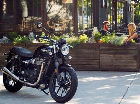 2019 Triumph Street Twin 900 in Saint Charles, Illinois