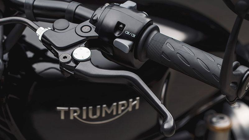 2020 Triumph Bonneville Bobber Black in Iowa City, Iowa - Photo 8