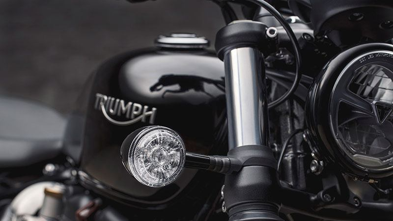 2020 Triumph Bonneville Bobber Black in Shelby Township, Michigan - Photo 5