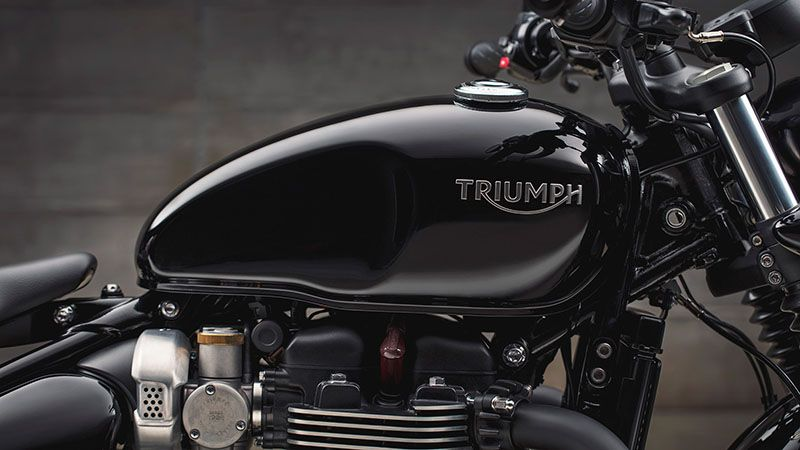 2020 Triumph Bonneville Bobber Black in Mahwah, New Jersey - Photo 6