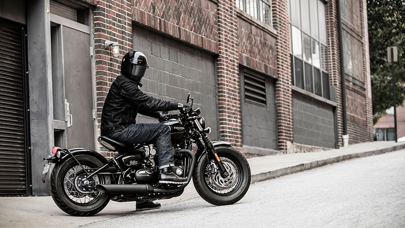 2020 Triumph Bonneville Bobber Black in Columbus, Ohio - Photo 7