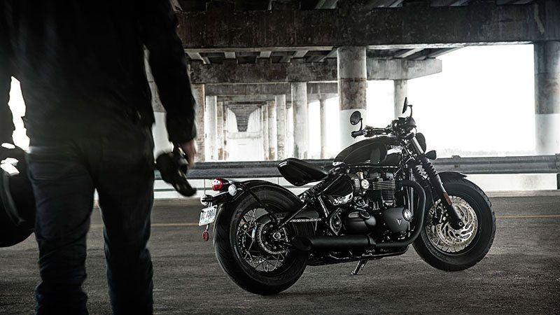 2020 Triumph Bonneville Bobber Black in Shelby Township, Michigan - Photo 11