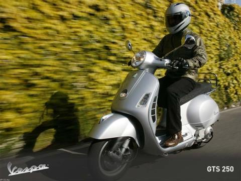 2010 Vespa GTS 300 in Shelbyville, Indiana - Photo 2