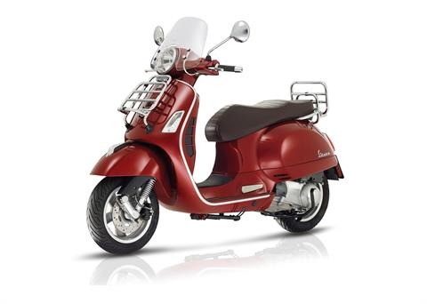 2017 Vespa GTS 300 Touring in Marina Del Rey, California