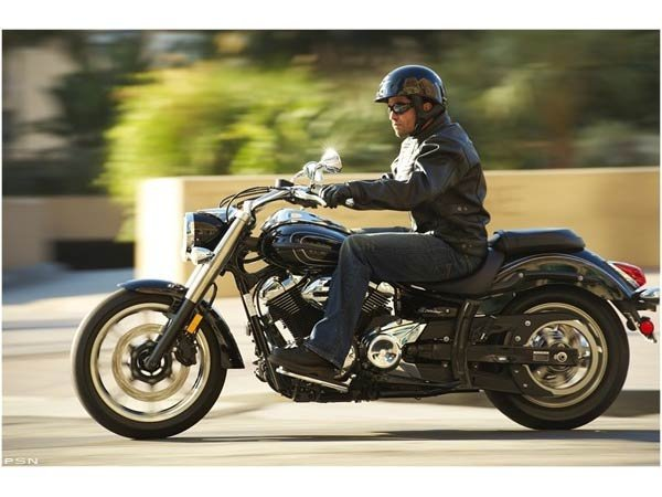 2011 Yamaha V Star 950  in Crystal Lake, Illinois