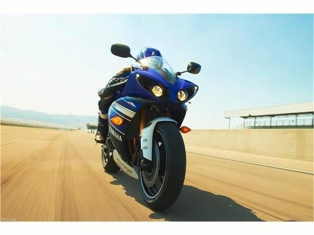 2013 Yamaha YZF-R1 10