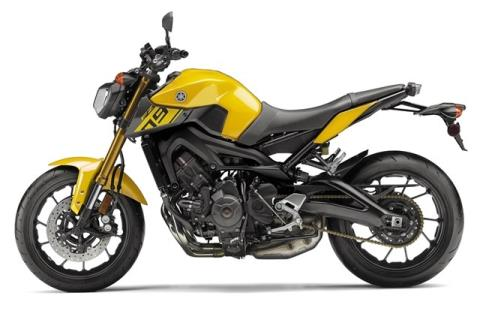 2015 Yamaha FZ-09 in Petaluma, California - Photo 2